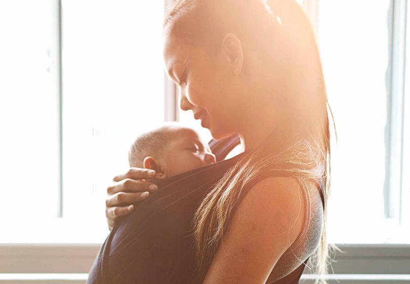 Le portage   pourquoi porter le bébé   – Maminfo.lu 2e7636d7d9d